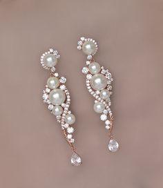 Rose Gold Chandelier Earrings Long Pearl Wedding por JamJewels1