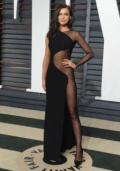 Sheer Beauty: Provocative Peekaboo Dresses Irina Shayk in Atelier Versace at the 2015 Vanity Fair Oscar Party. Cool Street Fashion, Look Fashion, Fashion Models, Girl Fashion, Street Style, Fashion Tips, Fashion Trends, Sexy Outfits, Sexy Dresses