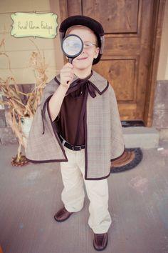 Sherlock Holmes Detective costume. Now we must to find a Watson Costume hehehe Dsifraz de Sherlock Holmes. Ahora nosotros debemos buscar un disfraz de Watson jejeje