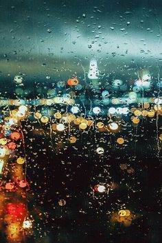 Awesome Bokeh effect that keeps the rain on the glass in focus, but the city lights in a low aperture blur. Rainy Night, Rainy Days, Night Rain, Morning Rain, Early Morning, Rainy Day Outfits, Rainy Mood, Rain Photography, Street Photography