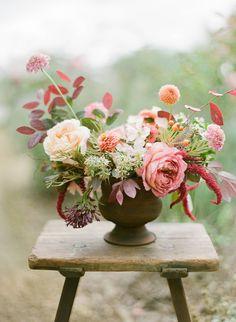 Autumn Garden Floral Workshop in Western Australia via Magnolia Rouge Boho Wedding Flowers, Boho Wedding Decorations, Flower Bouquet Wedding, Spring Flower Bouquet, Spring Flowers, Flowers Australia, Pink Flower Arrangements, Low Centerpieces, Centrepieces