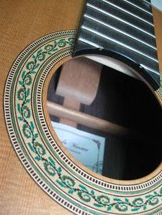 Construcción de guitarras clásicas y flamencas .Reparación de guitarras y barnizados a goma laca .