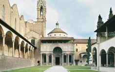 BRUNELLESCHI, architetto. Cappella dei Pazzi nel primo chiostro della Basilica di Santa Croce, Firenze. Il lavoro di Brunelleschi iniziò nel 1429 ca e si tratta di una pianta rettangolare e scarsella, venti braccia fiorentine a distanza di 11,66 m, con due braccia laterali coperte da volte a botte.