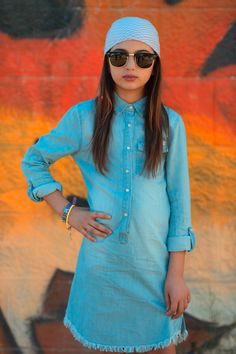 Fashsio - Pick Up A Look: Girl Wearing Blue Chambray Dress Wearing Sunglasse. School Fashion, 80s Fashion, Trendy Fashion, Fashion Models, Girl Fashion, Vintage Fashion, Fashion Outfits, Fashion Styles, Fashion Boots