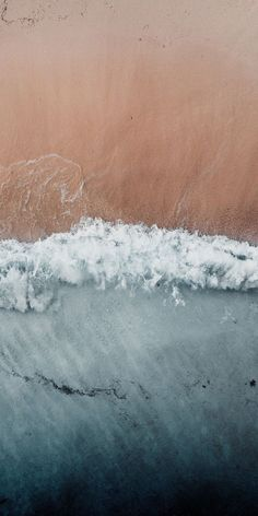 Rust colored sand beach with waves from above Rostfarbener Sandstrand mit Wellen von oben Source by . Tumblr Wallpaper, Screen Wallpaper, Photo Wall Collage, Picture Wall, Aesthetic Iphone Wallpaper, Aesthetic Wallpapers, Phone Backgrounds, Wallpaper Backgrounds, Waves Wallpaper
