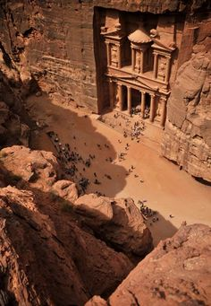 Superbe temple de Petra taillé dans la roche en Jordanie.