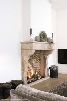 Limestone mantel, a timeless classic. Keijser&Co - Hans Groenenberg Farmhouse Fireplace, Fireplace Mantle, Fireplace Surrounds, Fireplace Design, Limestone Fireplace, Country Interior, Mediterranean Homes, French Farmhouse, Home Decor Inspiration