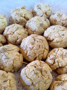 These Garlic Herb Biscuits are really cute and make a tasty and healthy snack. These biscuits are primal not paleo.