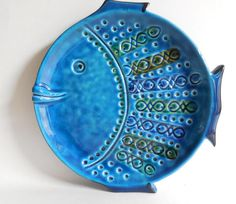 Bitossi Rosenthal Netter Blue Glazed Fish Plate Italian Mid Century Raymor click the image or link for more info. Hand Built Pottery, Slab Pottery, Ceramic Pottery, Sculptures Céramiques, Fish Sculpture, Ceramic Plates, Ceramic Art, Ceramic Decor, Clay Fish