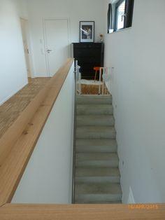 Betontreppe Schmale Treppegeländer Treppeholztreppetreppenaufgang Dachgeschosstreppe