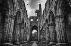 Kirkstall Abbey. Photograph by Pablo López. #leeds #england #britain #pablolopez #yorkshire #kirkstallabbey #ruins #landscape