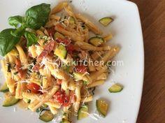 Pasta pomodorini zucchine e pancetta | Kikakitchen
