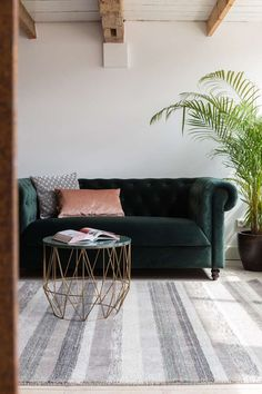 Looking for the perfect couch?Add a vintage appeal to your living space. Click & Shop Foxford Zuiver Sofas Now! Beige Carpet, Modern Carpet, Green Velvet Sofa, Ideas Hogar, Style Deco, Classic Sofa, Luxury Sofa, Banquette, Carpet Styles