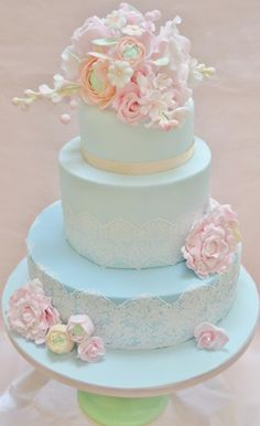 My own wedding cake - Cake by Roo's Little Cake Parlour