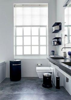 Blanco y negro en baño