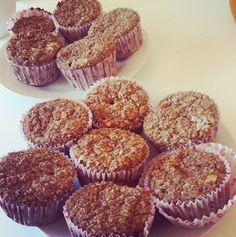 Æblemuffins 1 dl mandler, 2 dl havregryn, 3 æbler, 1 banan, ½ tsk. vanilje,1 tsk. bagpulve, 3 æg, 1 spsk. kanel, evt. mørk chokolade. Blendes og bages ved 200 grader i 15-20 min. (12 stk)