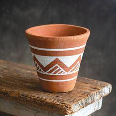 Painted Plant Pots, Painted Flower Pots, Pots D'argile, Clay Pots, Hanging Bird Feeders, Pottery Painting Designs, Diy Décoration, Terracotta Pots, Terra Cotta