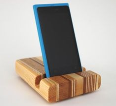 Scilla's Smartphone Holder Made of Wood by Archello Diy Phone Stand, Ipad Stand, Corner Shelf Design, Wood Phone Holder, Cool Wood Projects, Smartphone Holder, Desktop Organization, Carving Tools, Corian