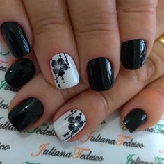 The advantage of the gel is that it allows you to enjoy your French manicure for a long time. There are four different ways to make a French manicure on gel nails. Toe Nail Art, Acrylic Nails, Back To School Nails, American Nails, May Nails, Plaid Nails, Beautiful Nail Polish, Red Nail Polish, Toe Nail Designs