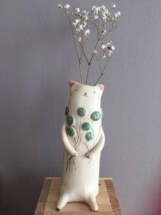 lovely cat vase...