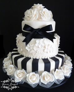 Tartas de Boda - Wedding Cake - Beautiful Black and White Wedding Cake Black White Cakes, Black And White Wedding Cake, White Wedding Cakes, Beautiful Wedding Cakes, Gorgeous Cakes, Amazing Cakes, Black Tie, Cake Wedding, Black Ribbon