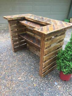 Outdoor Pallet Bar, Pallet Bar Plans, Wood Pallet Bar, Pallet Decking, Wood Pallets, Recycled Pallets, Diy Home Bar, Diy Bar, Pallet Crafts