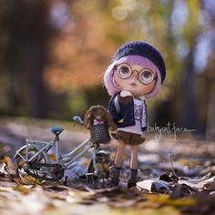 """It seems winter is almost here""  ""Parece que el invierno casi ha llegado"" . #blythe #blythedoll #blythedolls #blythestagram #customdoll #customblythe #customblythedoll #fair #bicycle #bike #doll #dollstagram #dollphotography #instadoll #instablythe #toy #takara #toy #toyunion #toyslagram #toyphotography #toyrevolution #toyartistry #tailorgibson #magicalworld #toptoyphotos #goodmorning #morning #canon5d #fall #bokeh by babycatfacedollies"