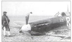 Spitfire Mk.Vb AA865 po nouzovém přistání na břicho na pláži. Pilot V.Truhlář Supermarine Spitfire, Pilots, Futuristic, Wwii, Planes, Abandoned, Weapons, Fighter Jets, Aviation