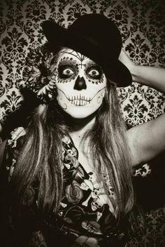 Maquiagem Candy Skull Makeup, Skeleton Makeup, Candy Skulls, Sugar Skull Costume, Sugar Skull Art, Sugar Skulls, Day Of The Dead Artwork, Day Of The Dead Skull, Fete Halloween