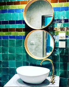 In diesem Hotel in Essaouira, Marokko, hat sich der Designer diese wunderschöne Wandgestaltung ausgedacht, mega inspirierend ! Traditional Tile, Designer, Tiles, Mirror, Home Decor, Morocco, Inspirational, Wall Design, Nice Asses