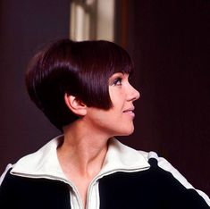 Sixties — Mary Quant at her home, circa 1965 Really Short Hair, Mary Quant, 60s And 70s Fashion, Colored Tights, Summer Of Love, British Style, Short Hair Styles, Mini Skirts, Product Launch