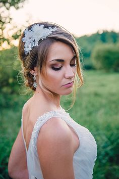 Beautiful face-framing tendrils in this wedding updo | The Paper Elephant Photography