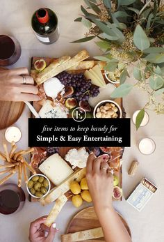5 Items to Keep Handy for Simple + Easy Entertaining #holiday #theeverygirl #dinner