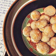 Receita de biscoitos de queijo parmesão.