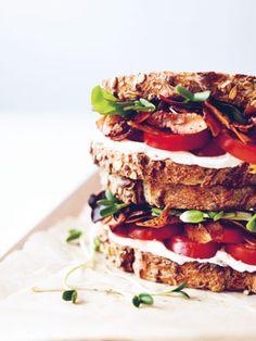 Vegetarisches Kokosspeck-Salat-Tomaten-Sandwich (Rezept für 4 Portionen)