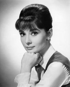 Promotional picture of Audrey Hepburn for the 1961 film, The Children's Hour. Katharine Hepburn, Audrey Hepburn Born, Audrey Hepburn Photos, Golden Age Of Hollywood, Vintage Hollywood, Classic Hollywood, Hollywood Glamour, Divas, Roman Holiday