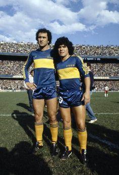 Boca Juniors - 1981 - Morete y Maradona Legends Football, Football Icon, World Football, Diego Armando, Image Foot, Football Pictures, Vintage Football, Cristiano Ronaldo, Soccer