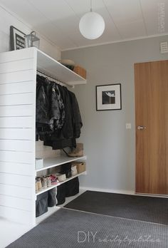 Great idea for hallway! Small Closets, Small Rooms, Small Spaces, Entry Hallway, Entrance Hall, No Closet Solutions, Style Deco, Closet Bedroom, Mudroom