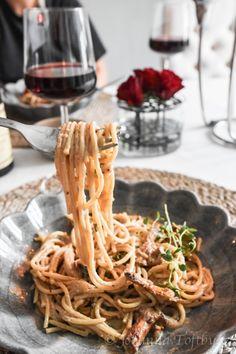 Makarona me chanterelles dhe Västerbotten - Johanna Toftby Veggie Recipes, Pasta Recipes, Vegetarian Recipes, Healthy Recipes, I Love Food, Good Food, Yummy Food, All You Need Is, English Food