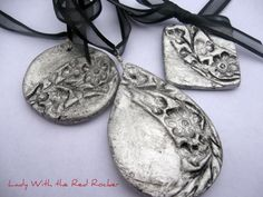 lady with the red rocker: salt dough pendants Clay Crafts, Crafts To Make, Arts And Crafts, Clay Jewelry, Jewelry Crafts, Handmade Jewelry, Jewlery, Red Rocker, Salt Dough Crafts