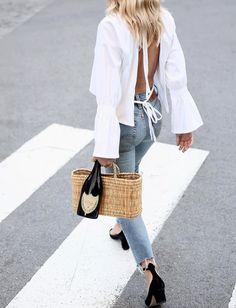 Blouse dos nu + jean coupé court sur la cheville = le bon mix (photo Jessie Bush)