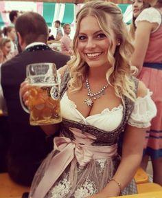 German Women, German Girls, Octoberfest Girls, Drindl Dress, Beer Maid, Native American Girls, Beer Girl, Gorgeous Blonde, Beer Festival