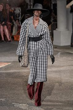 Tommy Hilfiger Fall 2019 Ready-to-Wear Fashion Show - Vogue Style Hipster, Hipster Fashion, Retro Fashion, Korean Fashion, Boho Fashion, Womens Fashion, Fashion Trends, Petite Fashion, Modest Fashion