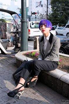 We spotted this stylish girl sitting on a curb in Shibuya and couldn't pass by without taking a few quick snaps.