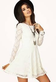 Hermoso vestido blanco para el día.