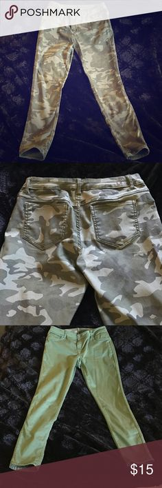 Juniors Flipside Army/Green Reversible Jeans, 13 Fun Juniors pair of jeans that are reversible. One side is a green camouflage print, while the other is a beautiful olive green. Skinny jeans that have a medium waist, size 13. Flipside Jeans Skinny