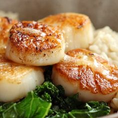 Brown Butter Scallops with Parmesan Risotto Brown Butter Scallops with Parmesan Risotto So Luscious So Fancy So Christmas-Date-Night-In Perfect Say hello to this delicious meal scallops seafood dinner recipe Best Seafood Recipes, Great Recipes, Favorite Recipes, Healthy Recipes, Healthy Food, Delicious Recipes, Fancy Recipes, Dinner Healthy, Healthy Dinners