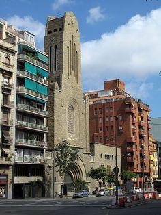 Tower Bridge, Notre Dame, Santa, Building, Travel, Barcelona, Viajes, Buildings, Destinations