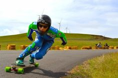 Rayne Longboards : Safety helmet, safety gloves, wheels, plastic,...