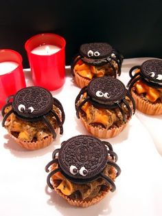 Pumpkin-Oreo Cupcakes with Oreo-Cream Cheese Buttercream decorated for Halloween with a Spider (It's written in German, but you can translate on the right side of the blog.)